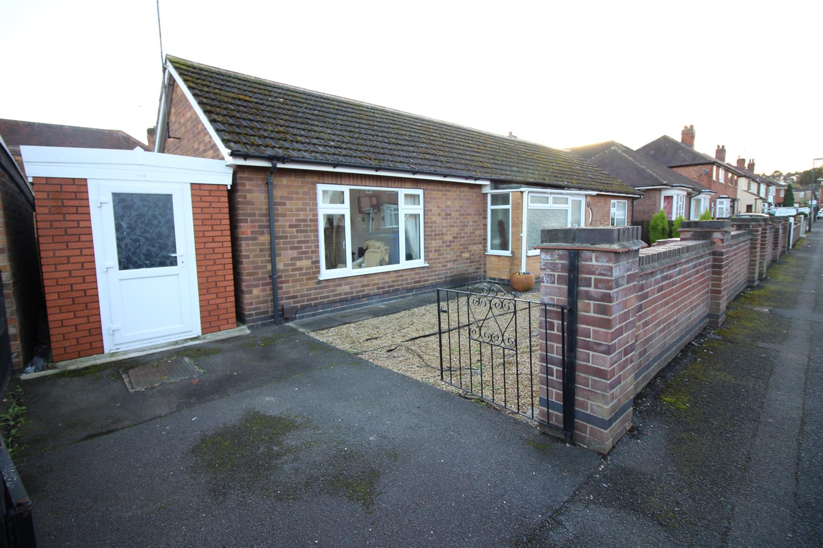 2 Bedrooms Bungalow for sale in Dorothy Avenue, Sandiacre, Nottingham